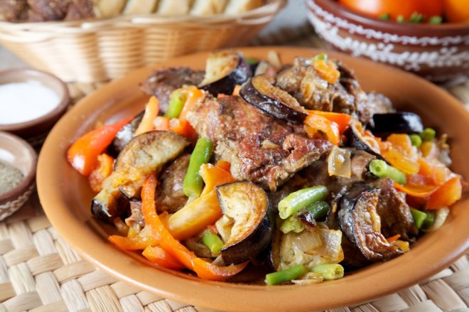 Готовим тушеную баранину с овощами