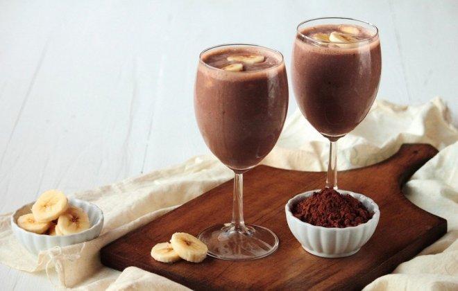 Готовим бананово-шоколадный коктейль