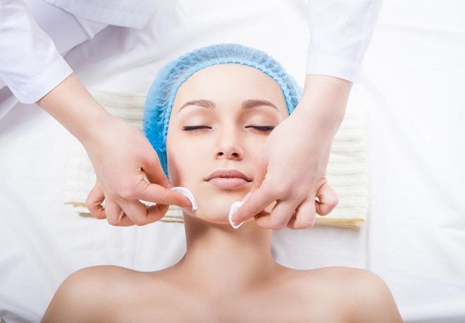 Профессиональная механическая чистка лица у косметолога