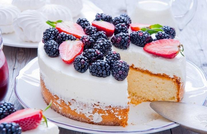 Торт Ежевика на снегу. Рецепт к Новому году