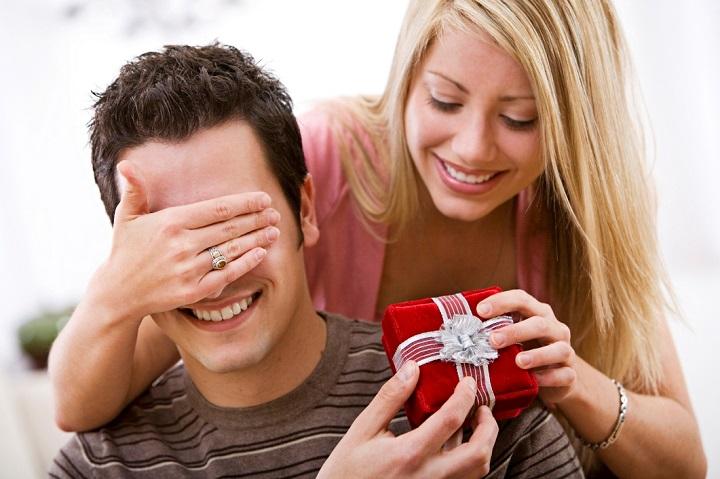 Что можно, а что нельзя дарить на 10 лет свадьбы?