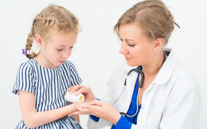 Лучшие аптечные средства для лечения простуды у детей