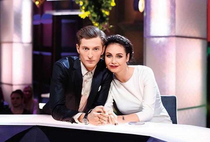 Павел Воля со своей женой покидают Россию