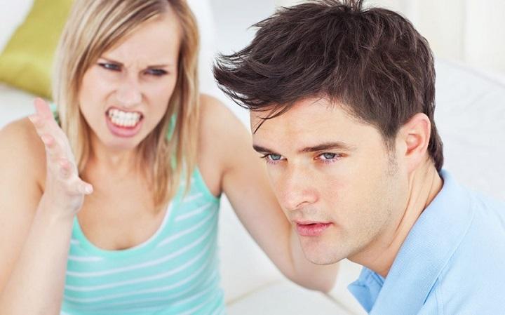 Парень игнорирует девушку,  что делать?