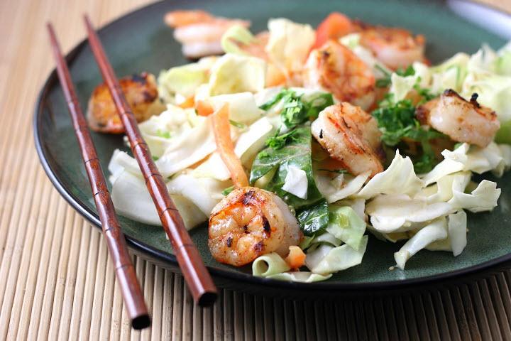 Легкий японский салат с креветками