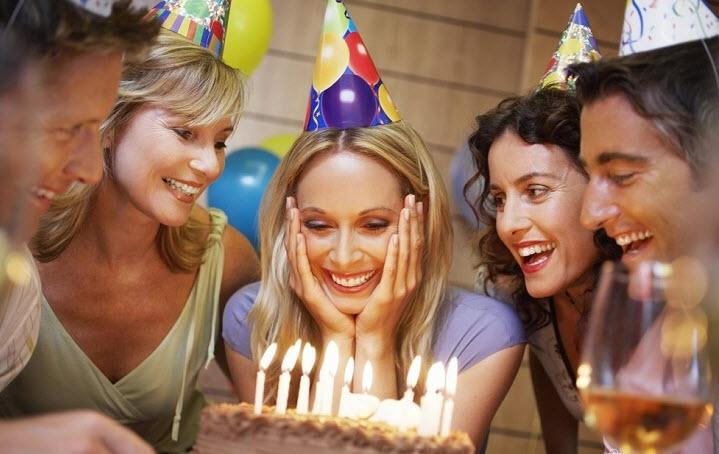 Что подарить сотруднице на День рождения