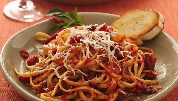 Спагетти в томатно-сырном соусе по-студенчески