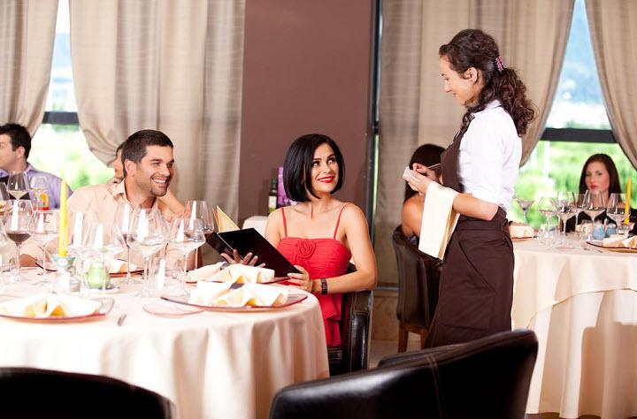 Как правильно общаться с официантом в ресторане