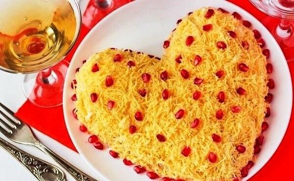 Для любимых: слоеный салат «Сердечко»