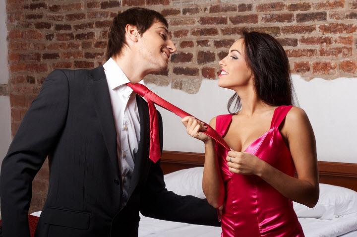 Мужчина в красном галстуке