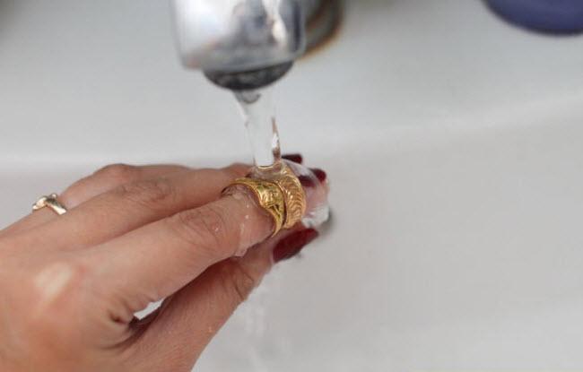 Чем почистить золото в домашних условиях от йода 22