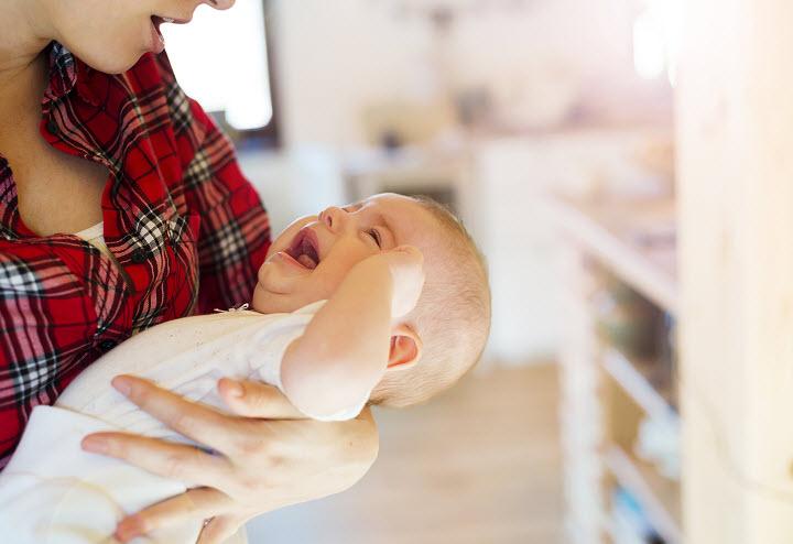 Ребенок плачет во сне: что делать?