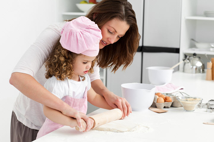 Как научить ребенка готовить еду?