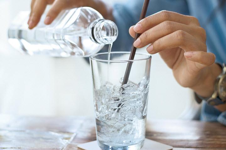 Правда ли, что теплую воду пить полезнее, чем холодную?