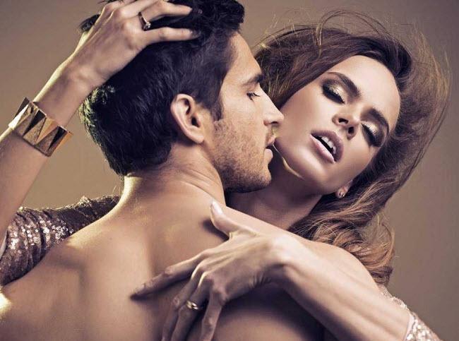 сексуальный мужчина с девушкой