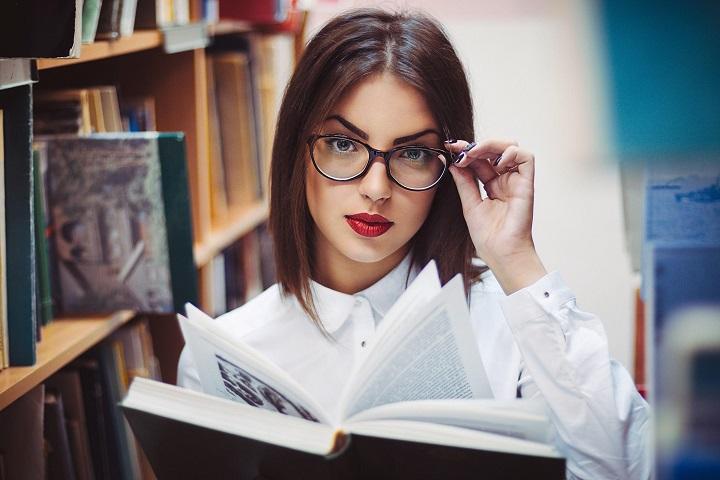 10 «плохих привычек» всех умных девушек