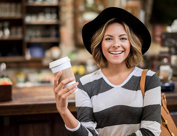 девушка с кофем