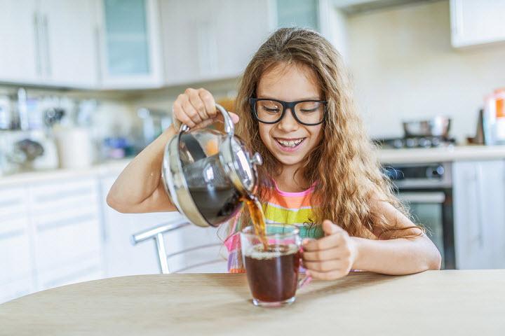 Вредно ли детям пить кофе?