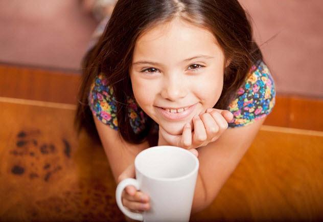 девочка просит кофе