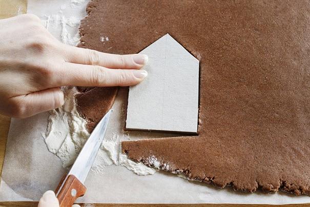 вырезаем формы для домика