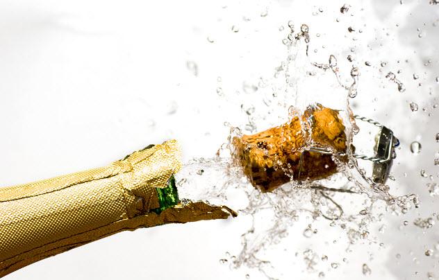 шампанское стреляет