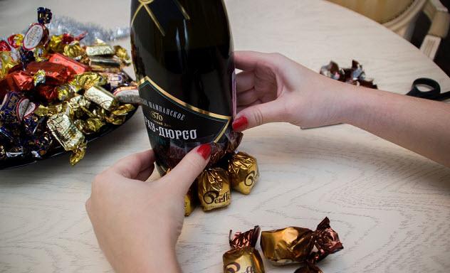 шоколадные конфеты и шампанское