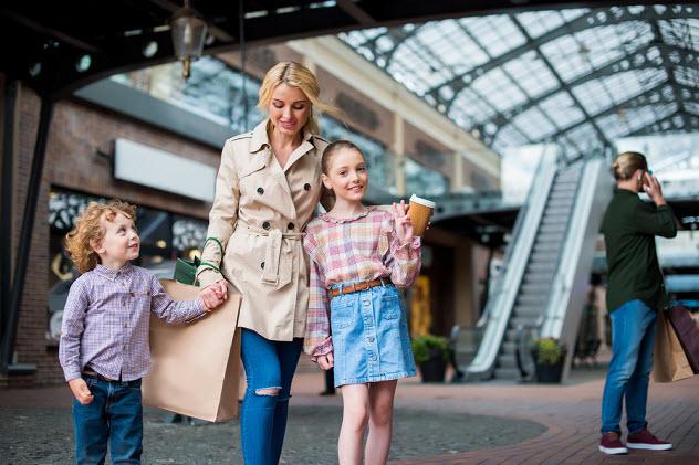 гуляем с семьей по торговому центру