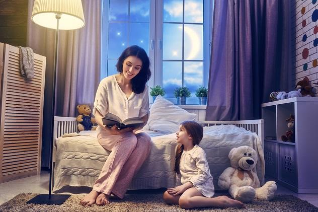 читаем ребенку сказку перед сном