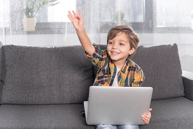 ребенок и ноутбук