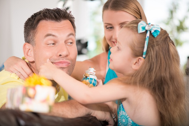 дочка ревнует к новому мужчине