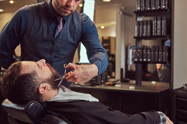 моделирование бороды профессиональным парикмахером