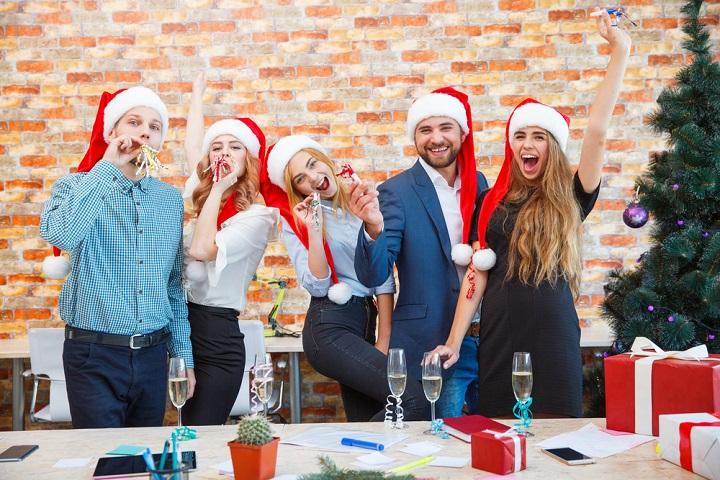 Что подарить коллегам на Новый год: 10 идей для мужчин и женщин