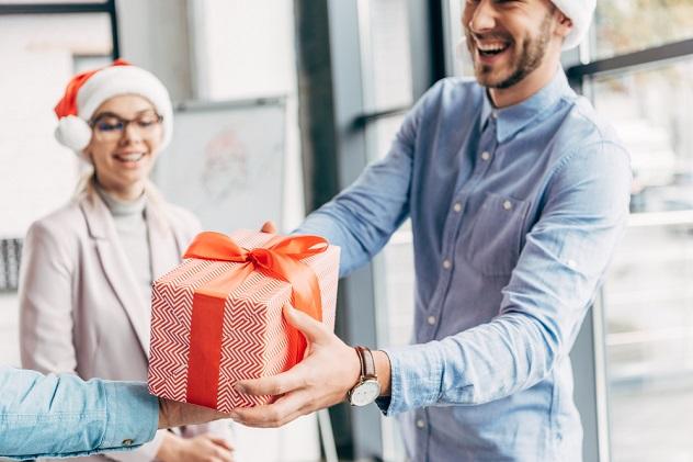 подарки на Новый год коллегам-женщинам