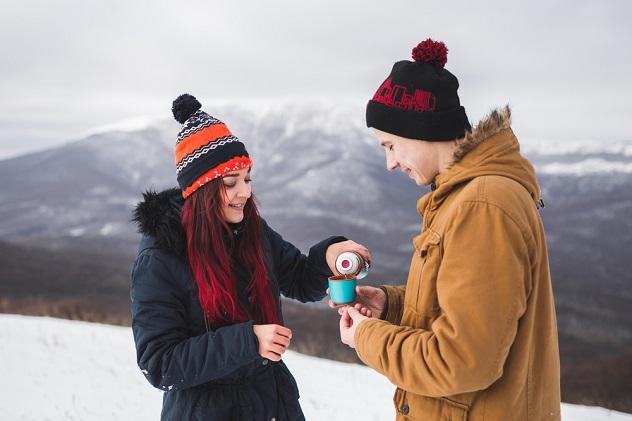 пьем зимой чай с любимым