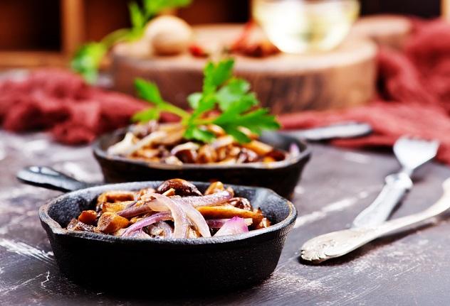 жаренные белые грибы с луком