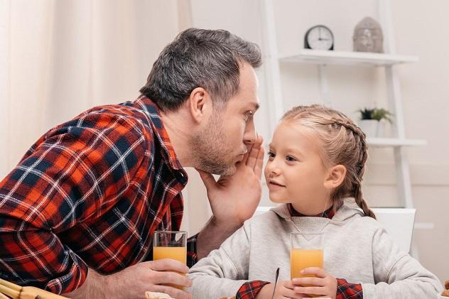 папа и дочка делятся секретами