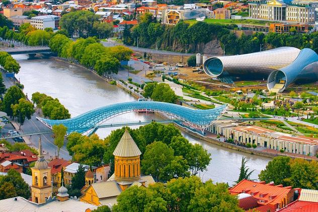 красивый вид на реку Куру Тбилиси