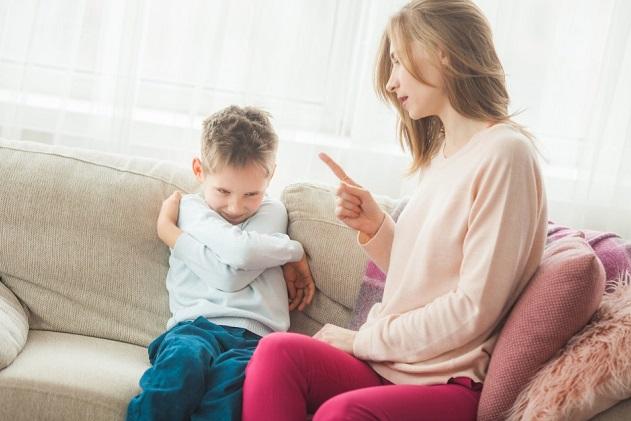 мать наказывает сына