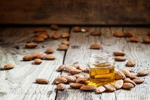 состав и полезные свойства миндального масла